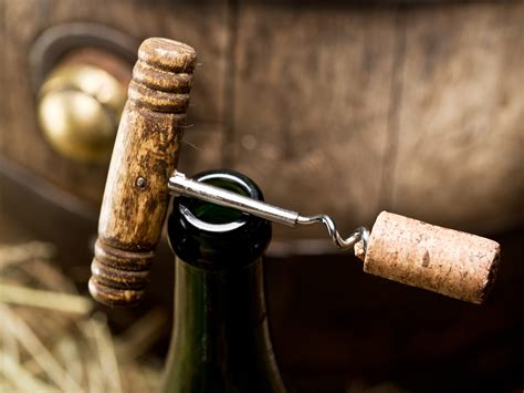 What to do with an open wine bottle? - FreshMAG