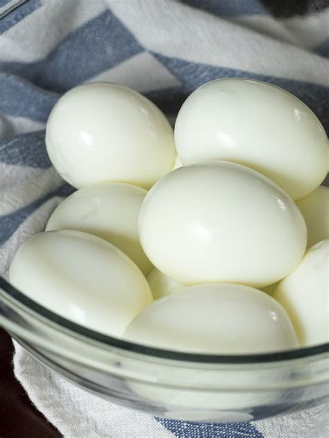 How To Peel A Hard Boiled Egg – 12 Tomatoes