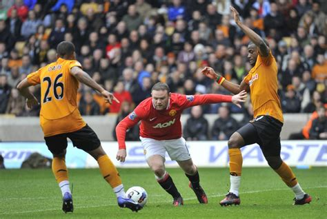 Manchester United Destroy Wolves 5-0, Extend Lead at Top