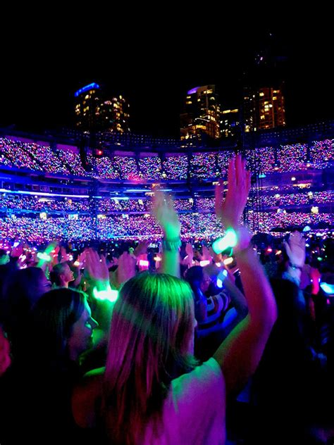 Xylobands Light Up Toronto for Coldplay's 'A Head Full of