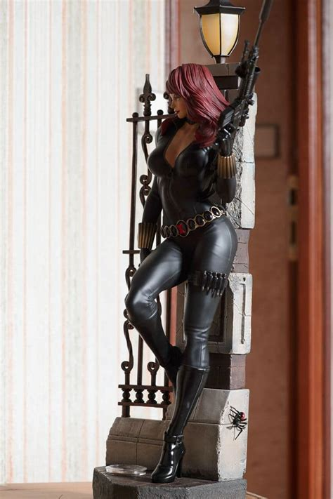 BLACK WIDOW- MARVEL – XM STUDIOS (with silver coin