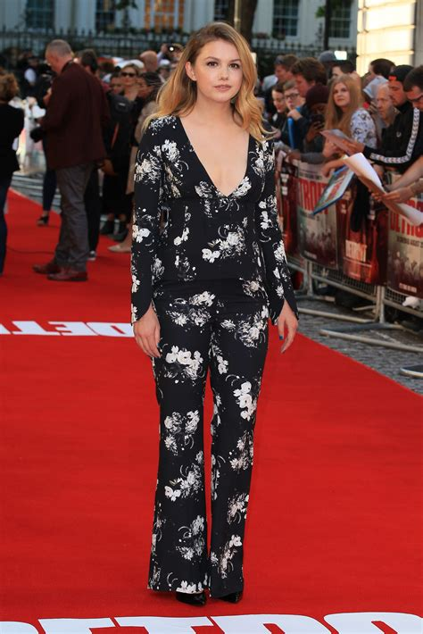 Let's Talk About Hannah Murray's Pantsuit - Go Fug Yourself